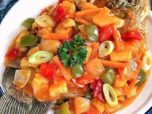 Ikan gurame saus padang