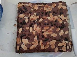 Shiny and crust brownies with almond and chocolate chips topping.