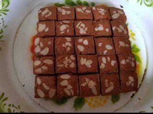 Bolu Ontbijtkoek dengan topping almond. Menggunakan gula aren dan bumbu rempah